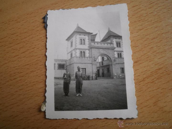 Militaria: Fotografía puerta cuartel legión Dar Riffien. 1941 - Foto 2 - 53604089