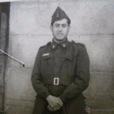 Militaria: FOTOGRAFÍA SOLDADO FERROVIARIO DEL EJÉRCITO ESPAÑOL. REGLAMENTO 1943. Lote 53743737