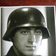 Militaria: BONITA FOTOGRAFÍA TAMAÑO POSTAL DE SOLDADO DE LA LUFTWAFFE CON CASCO M-35. Lote 53987713