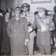 Militaria: FOTOGRAFÍA FRANCO. VISITA A PORTUGAL 1949. Lote 54366212