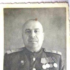 Militaria: FOTO 3 UN CORONEL SOVIETICO CON MEDALLAS I ORDENES .URSS.MEDIDAS-12.5/8.3 CM. Lote 54591688