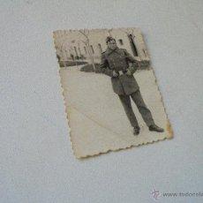 Militaria: ANTIGUA FOTOGRAFIA DE MILITAR.- 8.6 X 6.5 CM.-SIN MÁS DATOS. Lote 54615853