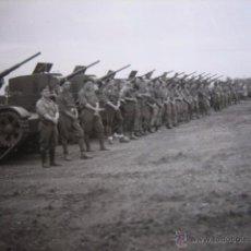 Militaria: FOTOGRAFÍA CARRISTAS DEL EJÉRCITO NACIONAL. T-26 ZARAGOZA 1937. Lote 54688160