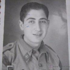 Militaria: FOTOGRAFÍA SOLDADO AUTOMOVILISMO DEL EJÉRCITO ESPAÑOL. 1952. Lote 54727119