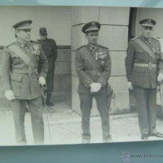 Militaria: COMANDANTE CON COLECTIVA Y OFICIALES DE INGENIEROS, MUY CONDECORADOS CEUTA. Lote 54772115