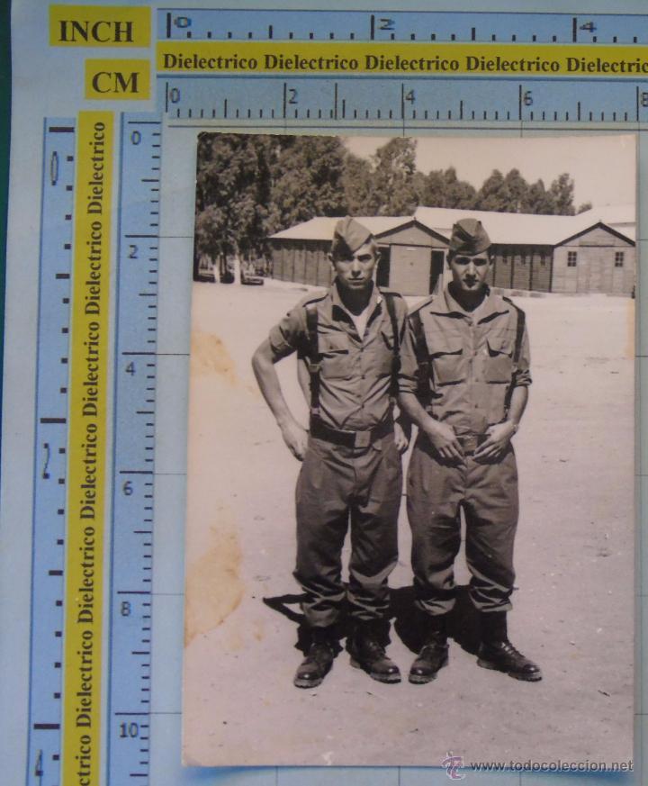 FOTO MILITAR. AÑOS 60 70. SOLDADOS RECLUTAS EN CUARTEL. MATASELLO DE CÁDIZ. (Militar - Fotografía Militar - Otros)