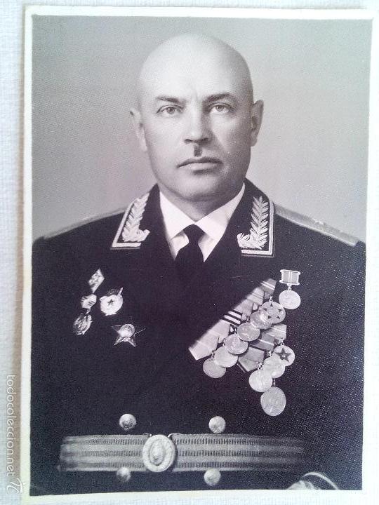 FOTO 1 GENERAL-MAJOR OVCHINNIKOV NIKOLAY -COMANDANTE 39 DIF CON MEDALLAS I ORDENES .URSS.FIRMADO . (Militar - Fotografía Militar - II Guerra Mundial)