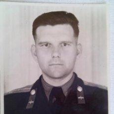Militaria: FOTO 3 OFICIAL PILOTO SOVIETICOS CON MEDALLAS I ORDENES .URSS.FIRMADO. Lote 55152064