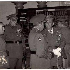 Militaria: FOTOGRAFÍA OFICIALES DIVISIÓN ACORAZADA, DIVISIÓN AZUL, CRUZ DE HIERRO, MARIA CRISTINA, LEGION . Lote 55314553
