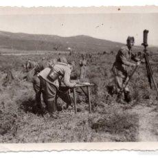Militaria: FOTOGRAFÍA PUESTO DE MANDO ARTILLEROS ESPAÑOLES 13,5 X 8,5 CM. Lote 55339332