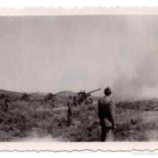 Militaria: FOTOGRAFÍA ARTILLEROS DE MANIOBRAS 8,5 X 6 CM APROX.. Lote 55878487