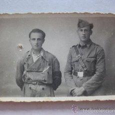 Militaria: GUERRA CIVIL: FOTO DE SOLDADO SANIDAD MILITAR Y MILICIANO CON MONO. Lote 56008022