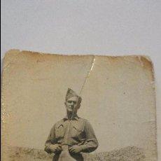 Militaria: ANTIGUA FOTOGRAFIA DE SOLDADO.ESTAFETA 93.GUERRA CIVIL.1938.. Lote 56191196
