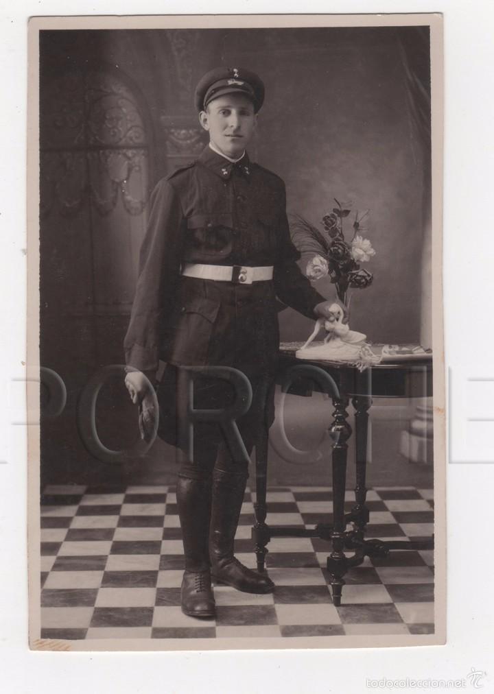 1 ARTILLERO CONDUCTOR, CON INSIGNIA EN GORRA DE AUTOMOVILISTA MOD. 1911 (Militar - Fotografía Militar - Otros)