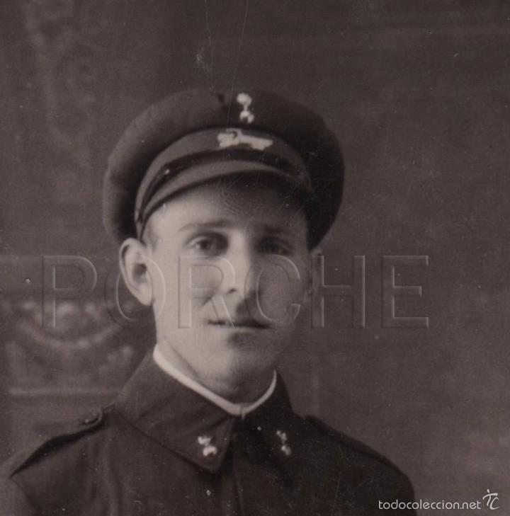 Militaria: 1 ARTILLERO CONDUCTOR, CON INSIGNIA EN GORRA DE AUTOMOVILISTA MOD. 1911 - Foto 2 - 101570306