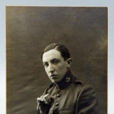 Militaria: FOTOGRAFÍA GELATINOBROMURO SOLDADO UNIFORME MILITAR ALFONSO XIII CON SABLE DEDICADA 1915. Lote 57012247