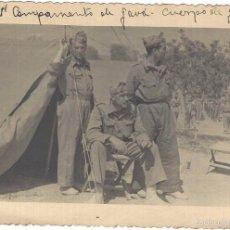 Militaria: SOLDADOS ESPAÑOLES CUERPO DE GUARDIA EN EL 1R CAMPAMENTO DE GAVÁ AÑO 1949. Lote 57109959