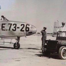 Militaria: FOTOGRAFIA ORIGINAL GRAN FORMATO. GENERALISIMO FRANCO VISITANDO LA BASE DE TORREJON. AÑOS 50. Lote 57180550