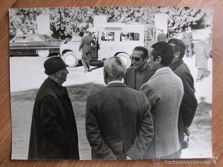 Militaria: FOTOGRAFIA DEL GENERAL FRANCO EN UNA CACERIA EN JAEN. GRAN FORMATO. FECHADA EN EL AÑO 1973. - Foto 2 - 57180648
