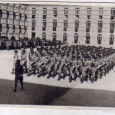 Militaria: POSTAL FOTOGRÁFICA, JURA DE BANDERA. ACADEMIA MILITAR ZARAGOZA. 1930, FOTOGRAFO MARIN CHIVITE. . Lote 57269586