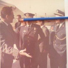 Militaria: GENERAL DE AVIACION CON MEDALLA MILITAR , AYUDANTE , ETC . BARCELONA .. 18 X 24 CM. Lote 57541640