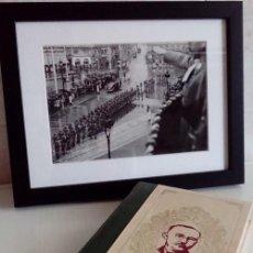 Militaria: INTERESANTE LOTE DE FOTOGRAFIA ORIGINAL DE HIMMLER SALUDANDO TROPAS TIRADA LIMITADA Y SU LIBRO. Lote 57676567