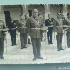 Militaria: JEFES Y OFICIALES EN ACTO MILITAR . CEUTA . MUCHA MEDALLA. Lote 57717566