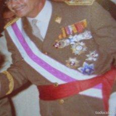 Militaria: GRAN FOTOGRAFIA DE JERARCAS DEL MOVIMIENTO EN RECEPCIÓN A GENERAL MUY CONDECORADO. FALANGE.. Lote 57893324