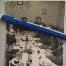 Militaria: DIVISION AZUL : MILITARES AVIACION ESPAÑOLES DE LA 4ª ESCUADRILLA AZUL. UNO CON COLECTIVA. 1943. Lote 57932038