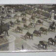 Militaria: FOTOGRAFIA MILITAR DE MARCHA Y FUEGO REAL, ENERO DE 1952, MIDE 17,5 X 12 CMS.. Lote 57985823