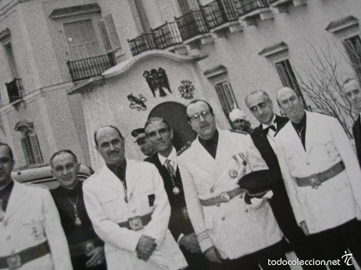 Militaria: FOTOGRAFIA ORIGINAL.JERARCAS FALANGISTAS EN EL PALACIO DEL PARDO. GUARDIA MORA DE FRANCO. FALANGE. - Foto 2 - 58259453