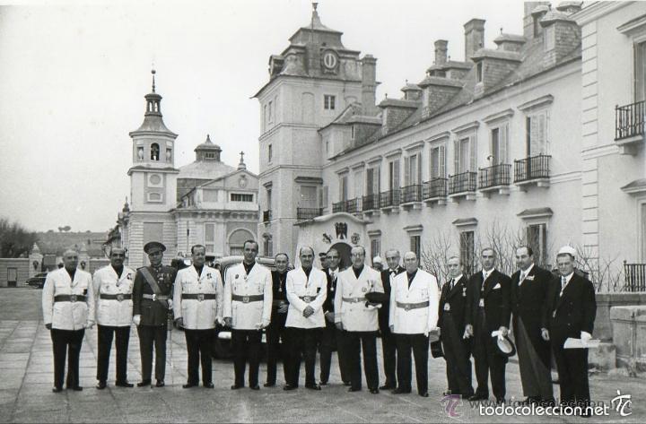Militaria: FOTOGRAFIA ORIGINAL.JERARCAS FALANGISTAS EN EL PALACIO DEL PARDO. GUARDIA MORA DE FRANCO. FALANGE. - Foto 6 - 58259453