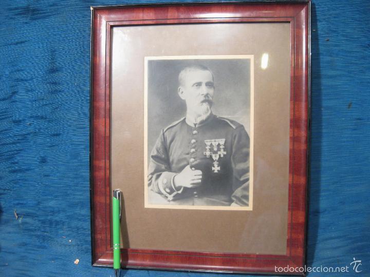 FOTOGRAFIA DE UN OFICIAL CONDECORADO. GUERRAS CARLISTAS O ALFONSO XII (Militar - Fotografía Militar - Otros)