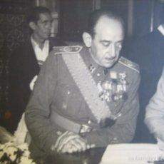 Militaria: FOTOGRAFÍA COMANDANTE GUARDIA CIVIL. MADRID 1953. Lote 58551691
