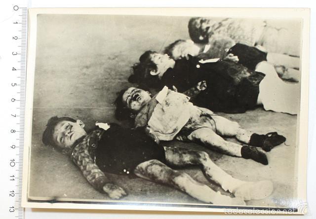 FOTO GUERRA CIVIL, NIÑOS MUERTOS TRAS UN BOMBARDEO REPUBLICANO EN VALLADOLID, PARECE REPRODUICCION (Militar - Fotografía Militar - Guerra Civil Española)
