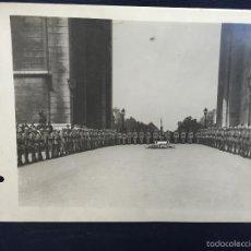 Militaria: FOTO ACTO MILITAR HOMENAJE CAIDOS ARCO TRIUNFO PARIS PPIOS S XX 17X24CMS. Lote 58685000