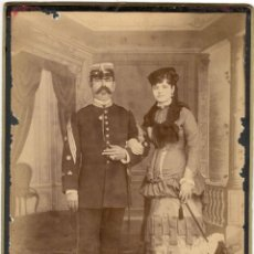 Militaria: FOTOGRAFÍA ALBÚMINA DE MILITAR CON ESPOSA ELEGANTE - ÉPOCA ISABELINA - SIGLO XIX. Lote 59614995