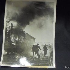 Militaria: FOTOGRAFIA II GUERRA MUNDIAL -. ATAQUE TROPAS ALEMANAS CONTRA TREN SOVIETICO - . Lote 59638199