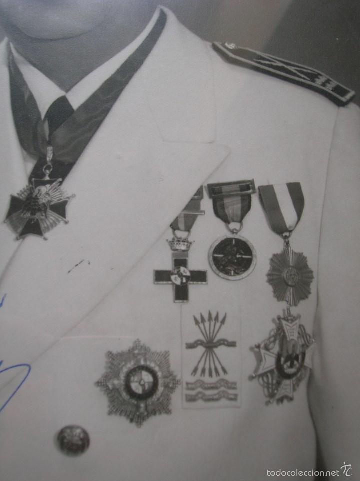 Militaria: FOTOGRAFIA ENMARCADA CON DEDICATORIA DE JERARCA FALANGISTA DEL MOVIMIENTO. FALANGE. GRAN TAMAÑO. - Foto 2 - 105179070