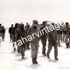 Militaria: EL AAIUN,1975, PATRULLA MARROQUI CAPTURADA POR TROPAS ESPAÑOLAS, 178X128MM. Lote 59825032