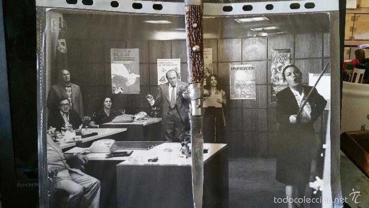 Militaria: FOTOGRAFIA DE GRANDES DIMENSIONES EPOCA TRANSICION ESPAÑOLA SANTIAGO CARRILLO Y SU COMITIVA - Foto 8 - 59881495