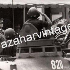 Militaria: ZARAGOZA, 1982, CARROS DE COMBATE EN DESFILE DE LAS FUERZAS ARMADAS,246X148MM. Lote 60766519