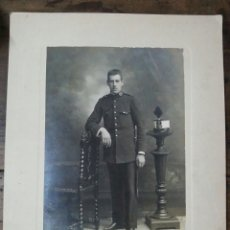 Militaria: FOTOGRAFÍA SOBRE CARTÓN DE SOLDADO DE INTENDENCIA PP.S.XX ALFONSO XIII. Lote 61163327