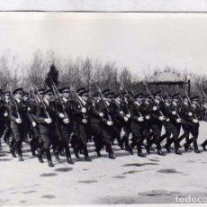 Militaria: FOTOGRAFÍA 12 X 8, CM DESFILE MILITAR. LEÓN. . Lote 61904564