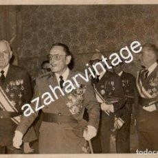 Militaria: EL CAPITAN GENERAL MERRY GORDON, EX DIVISION AZUL,EN UNA RECEPCION, MUCHAS CONDECORACIONES. Lote 62082384