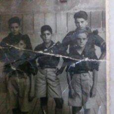 Militaria: FOTOGRAFÍA DE 5 NIÑOS UNIFORMADOS FALANGES JUVENILES DE FRANCO 1940C. N°48076. Lote 62096928