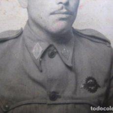 Militaria: FOTOGRAFÍA SOLDADO AUTOMOVILISMO DEL EJÉRCITO ESPAÑOL. CONDUCTOR 1945. Lote 62602380