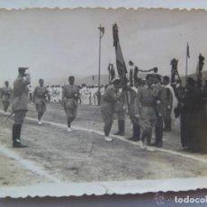 Militaria: SIDI IFNI : JURA DE BANDERAS DE MILITARES DE REGULARES ( PATER , CAPAS, TARBUCH , ETC ) , 1955.. Lote 62736428