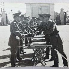 Militaria: ACADEMIA GENERAL MILITAR. ENTREGA DE SABLES. AÑOS 50. Lote 63008168
