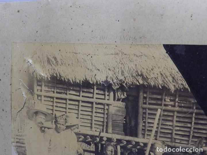 Militaria: FOTOGRAFIA ALBUMINA DE OFICIALES ESPAÑOLES EN FILIPINAS, RIO GRANDE, RANCHERIA DEL SULTAN DE ZALAYAN - Foto 3 - 63088316